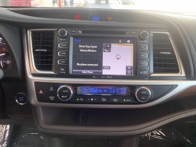 Toyota Highlander 2019 price $37,885