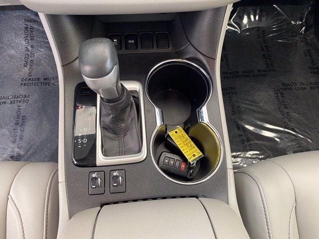 Toyota Highlander 2018 price $33,781