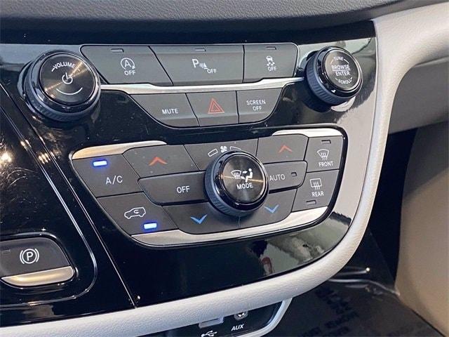 Chrysler Pacifica 2018 price $23,481