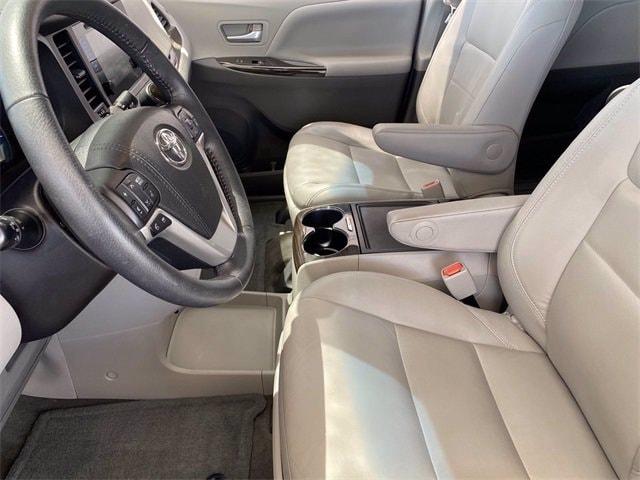 Toyota Sienna 2017 price $31,981