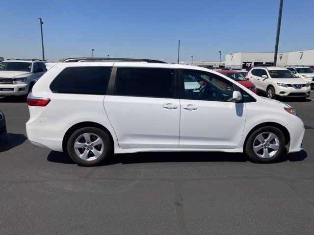 Toyota Sienna 2018 price $28,481