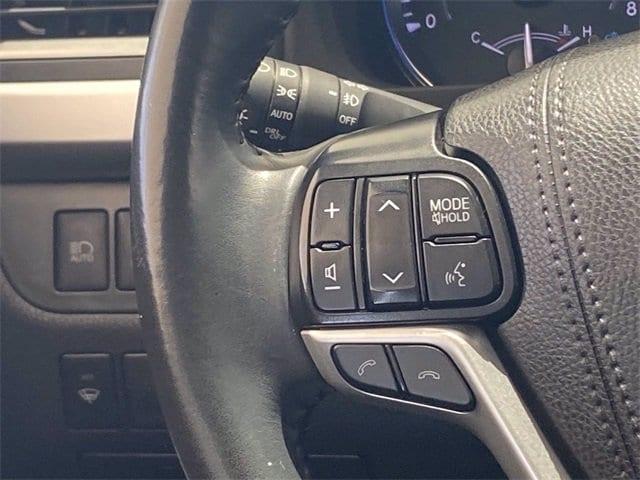 Toyota Highlander 2019 price $37,481