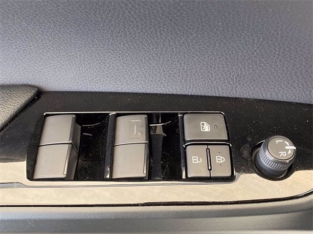 Toyota Prius 2021 price $34,329