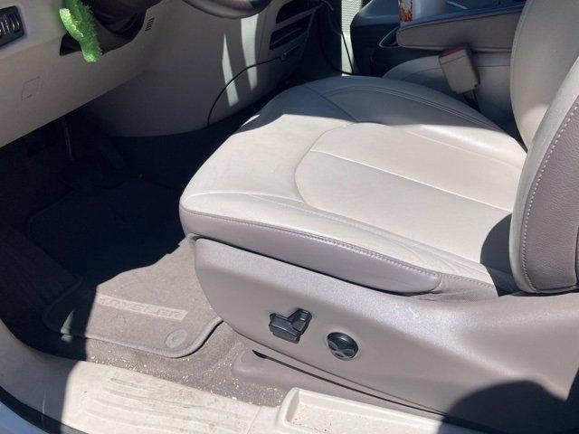 Chrysler Pacifica 2017 price $21,481