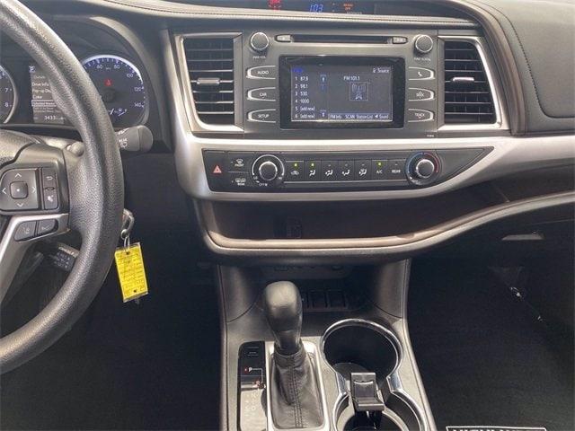 Toyota Highlander 2019 price $34,320