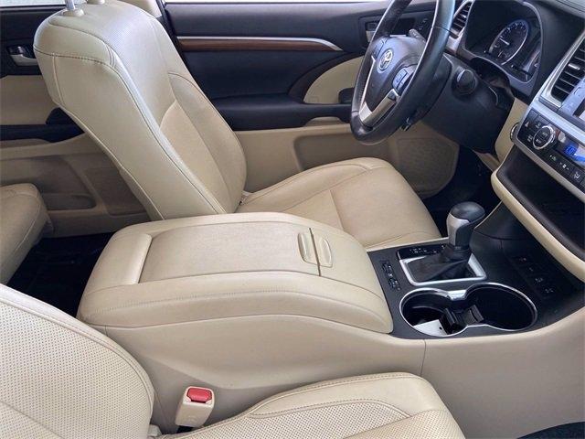 Toyota Highlander 2018 price $43,981