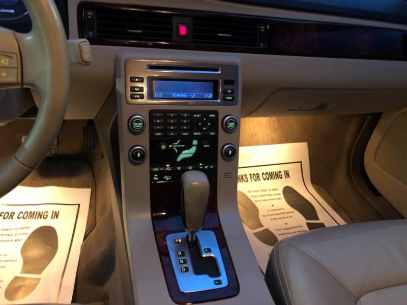 Volvo XC70 2008 price $8,990