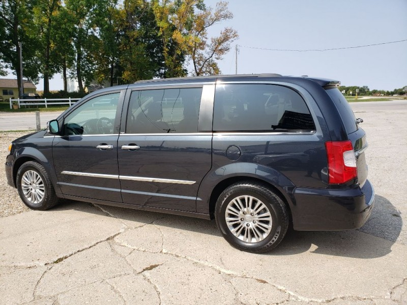 CHRYSLER TOWN & COUNTRY 2013 price $7,950