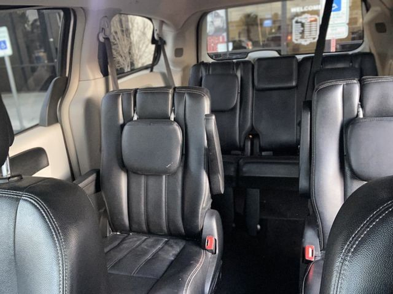 Chrysler Town & Country 2012 price $7,899