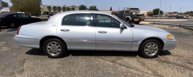 LINCOLN TOWN CAR 2002 price $6,995