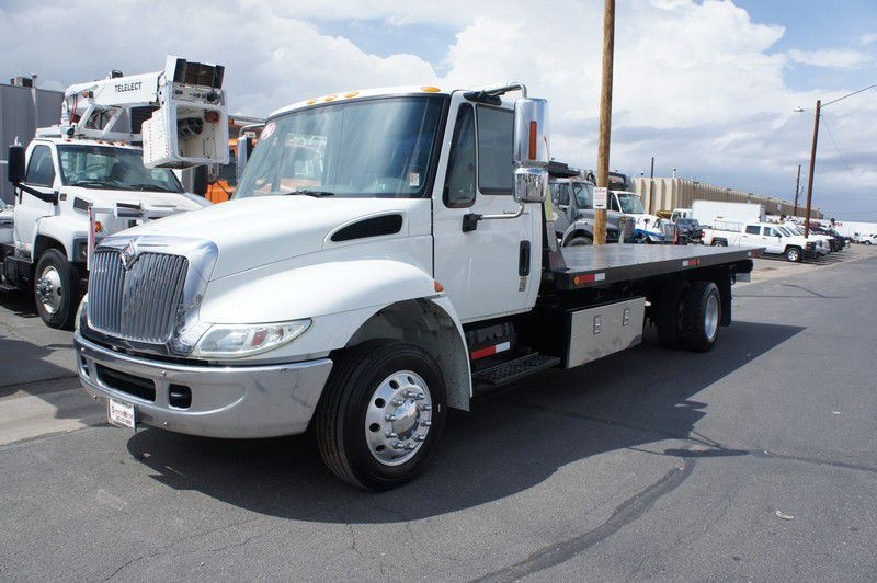 INTERNATIONAL 4300 2004 price $35,599