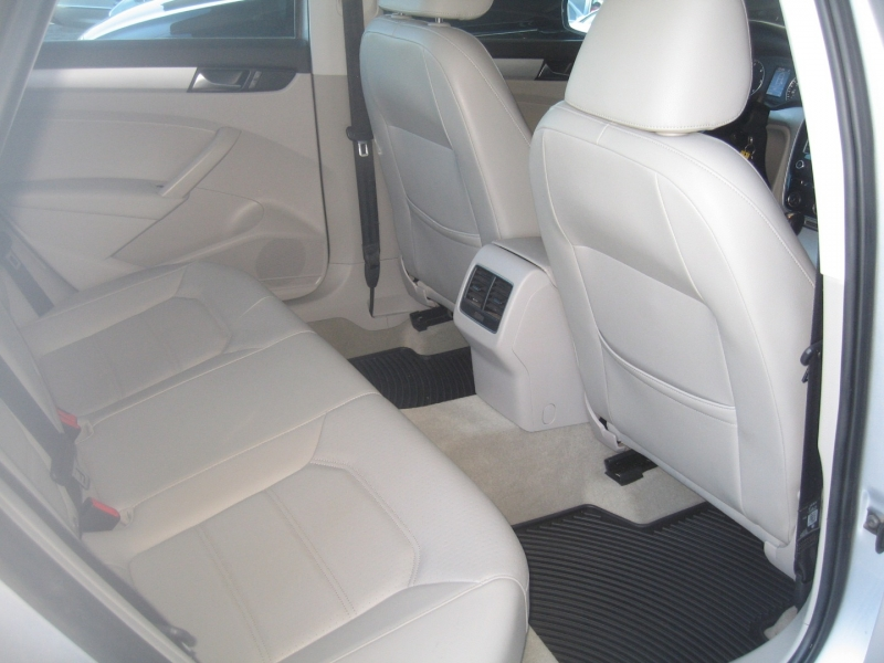 Volkswagen Passat 2013 price $9,499