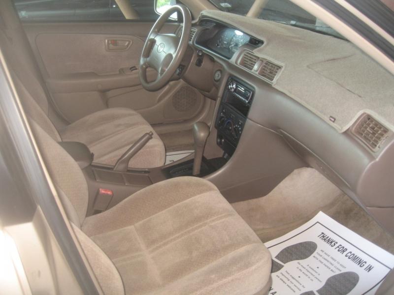 Toyota Camry 2000 price $3,499