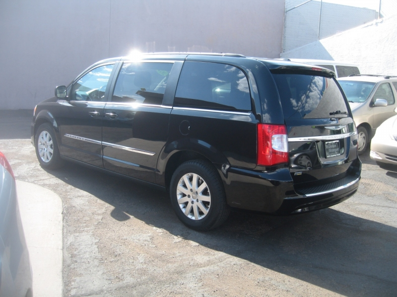 Chrysler Town & Country 2014 price $8,499