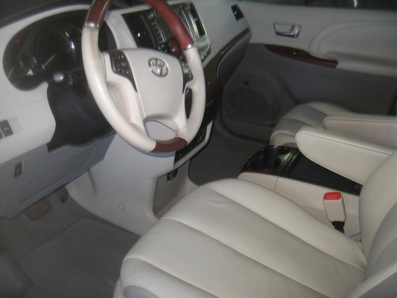 Toyota Sienna 2011 price $15,499