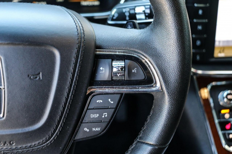 Lincoln Continental 2017 price $29,995