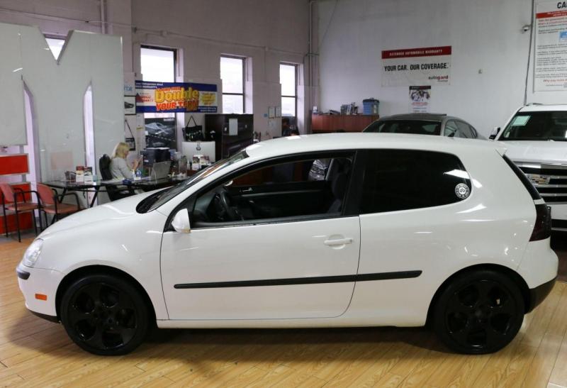 Volkswagen Rabbit 2009 price $3,500