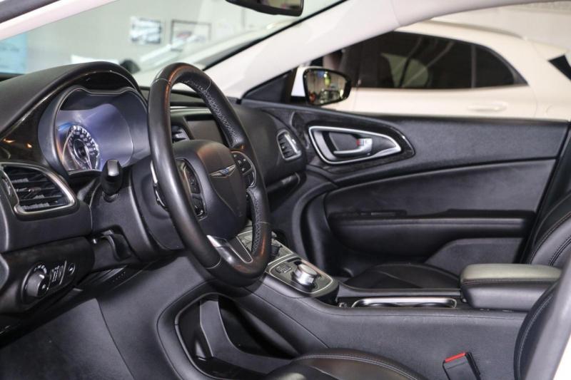 Chrysler 200 2015 price $10,499