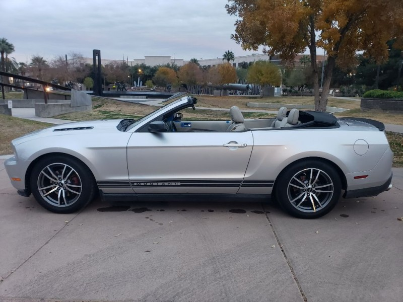 Ford Mustang 2011 price $7,999 Cash