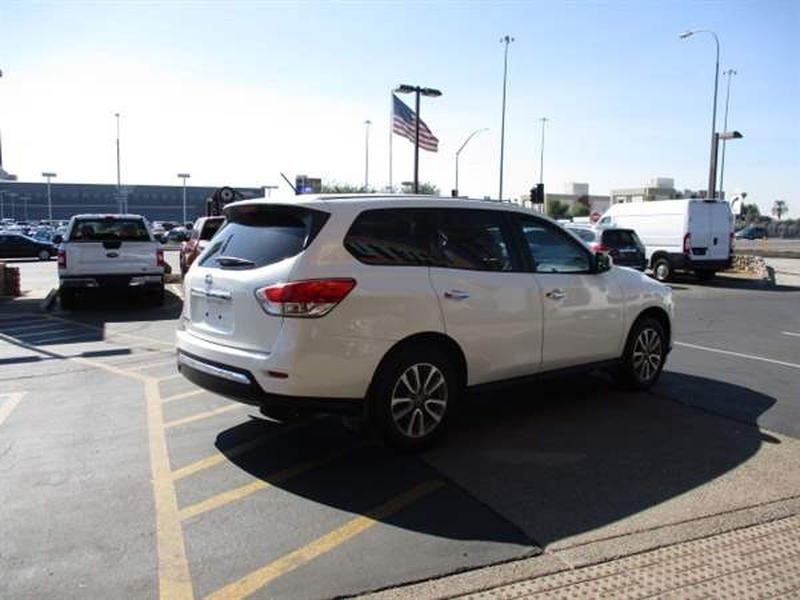 Nissan Pathfinder 2015 price $1,800 Down