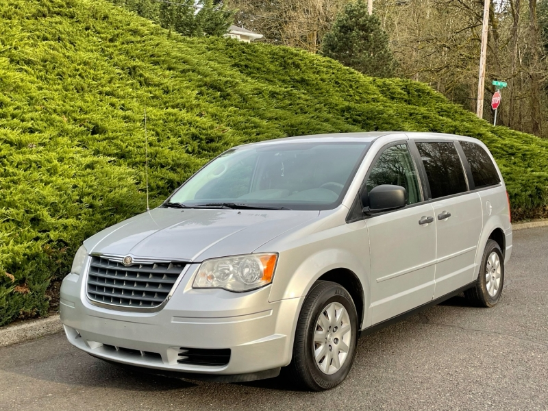 Chrysler Town & Country 2008 price $4,295