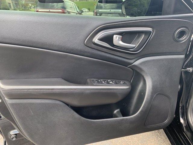 Chrysler 200 2017 price $14,998