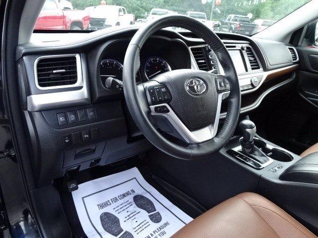 Toyota Highlander 2018 price $33,998