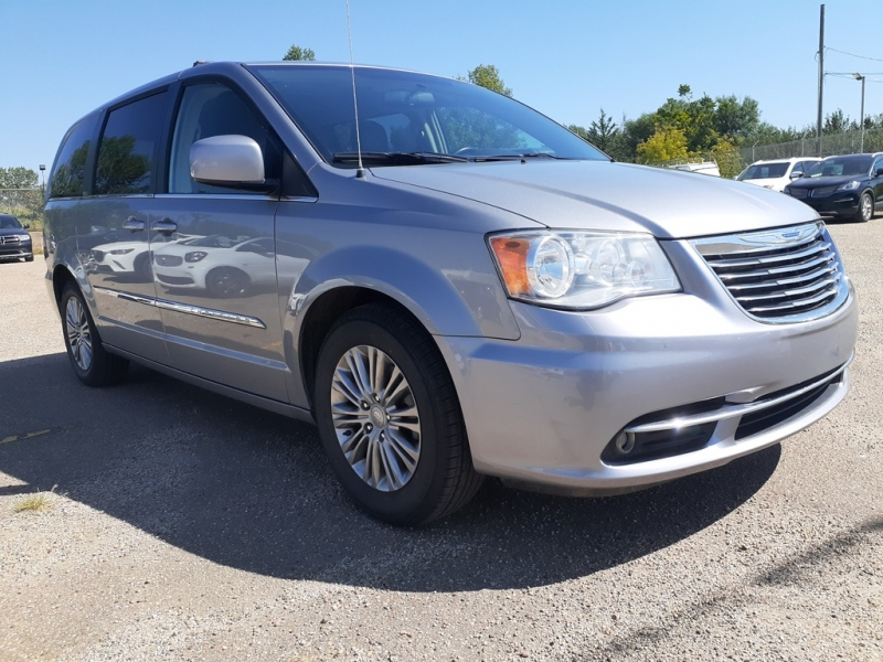 Chrysler Town & Country 2015 price $10,888