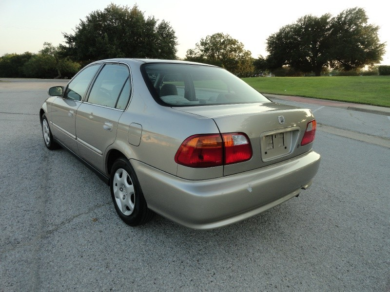 Honda Civic 2000 price $2,495