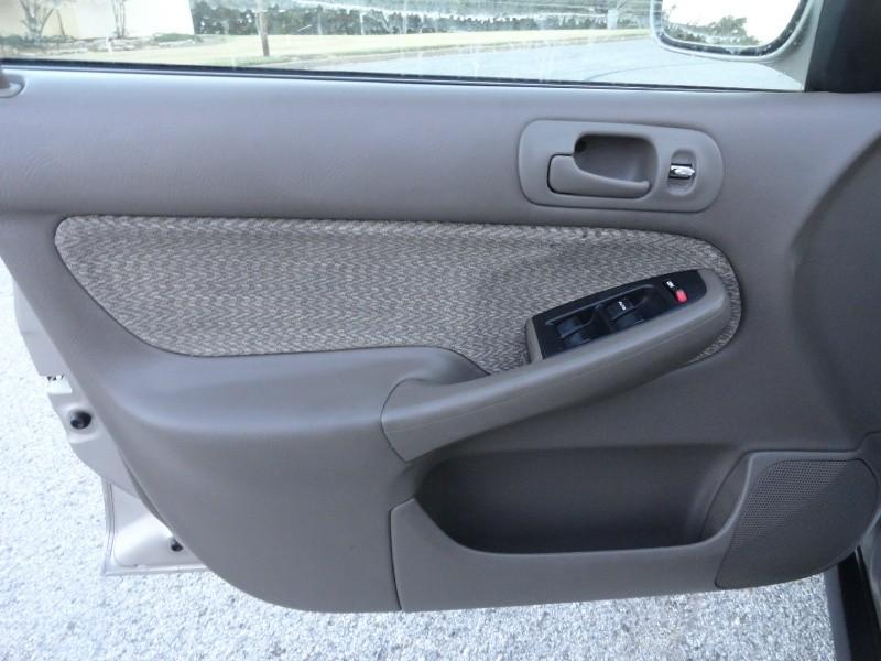 Honda Civic 2000 price $2,495