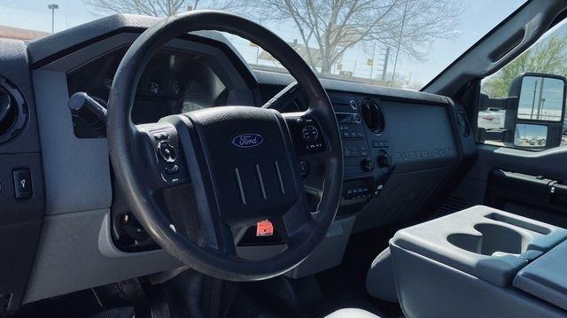 Ford F350 Super Duty Crew Cab 2016 price $17,990