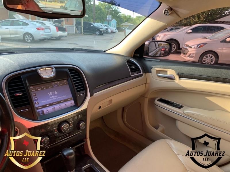 CHRYSLER 300 2011 price $8,000