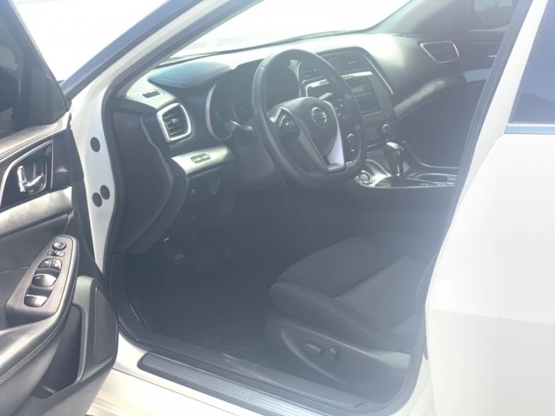 Nissan Maxima 2016 price $15,490