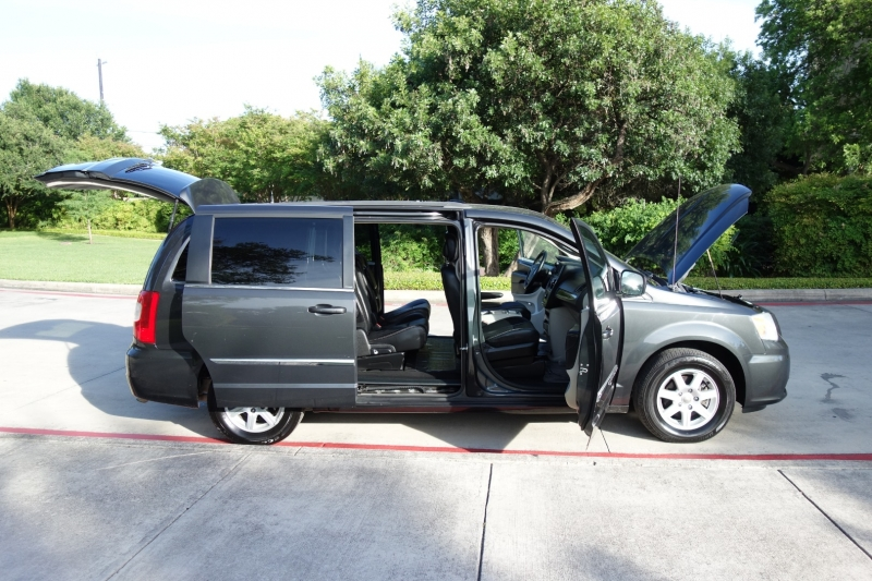 Chrysler Town & Country Touring 2012 price $8,250