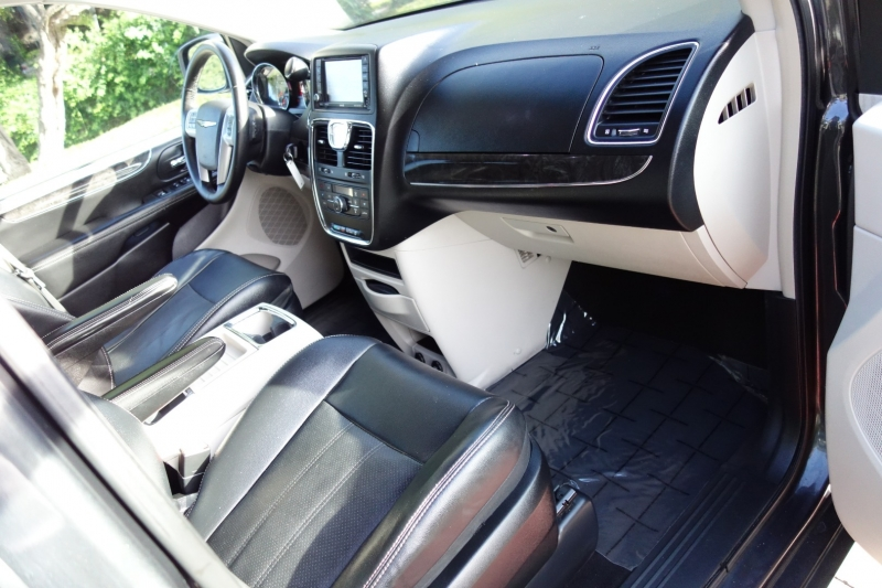 Chrysler Town & Country Touring 2012 price $8,495