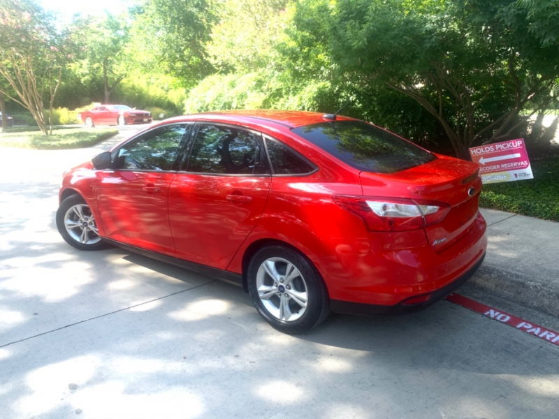 Ford Focus SE 2014 price $8,995
