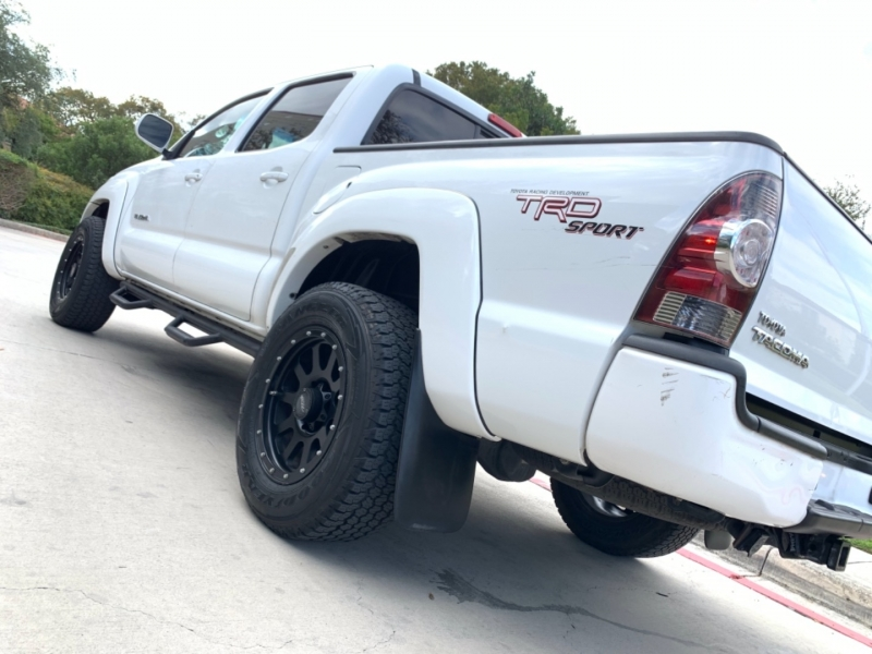 Toyota Tacoma AT PreRunner 2011 price $16,995