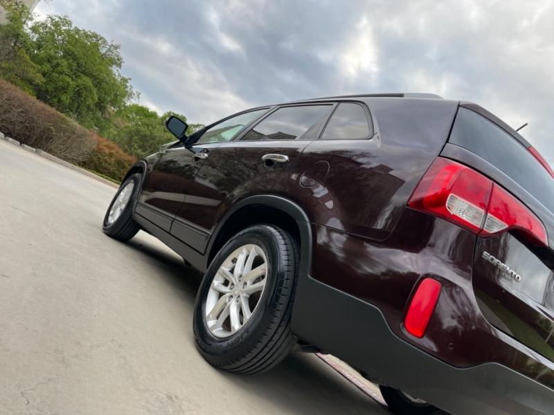 Kia Sorento LX 2014 price $8,495