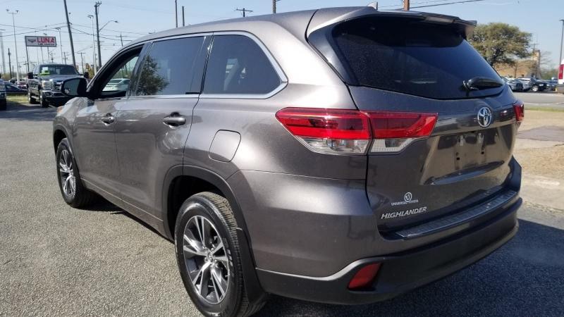 Toyota Highlander 2018 price $24,995
