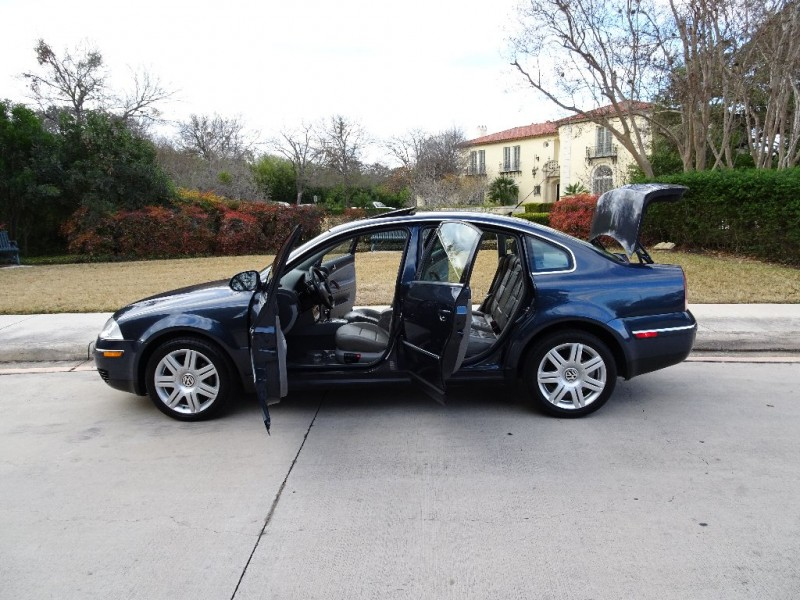 Volkswagen Passat Sedan 2005 price $4,495