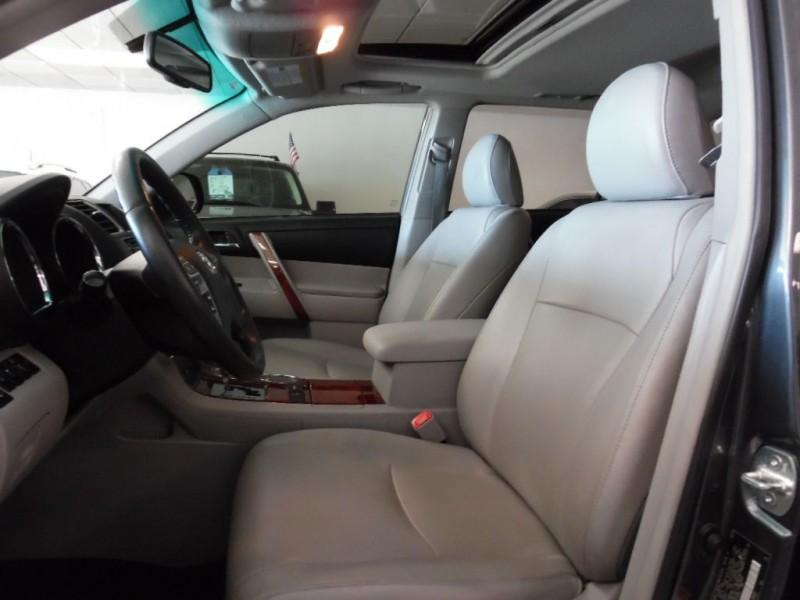 Toyota HIGHLANDER 2013 price $16,300