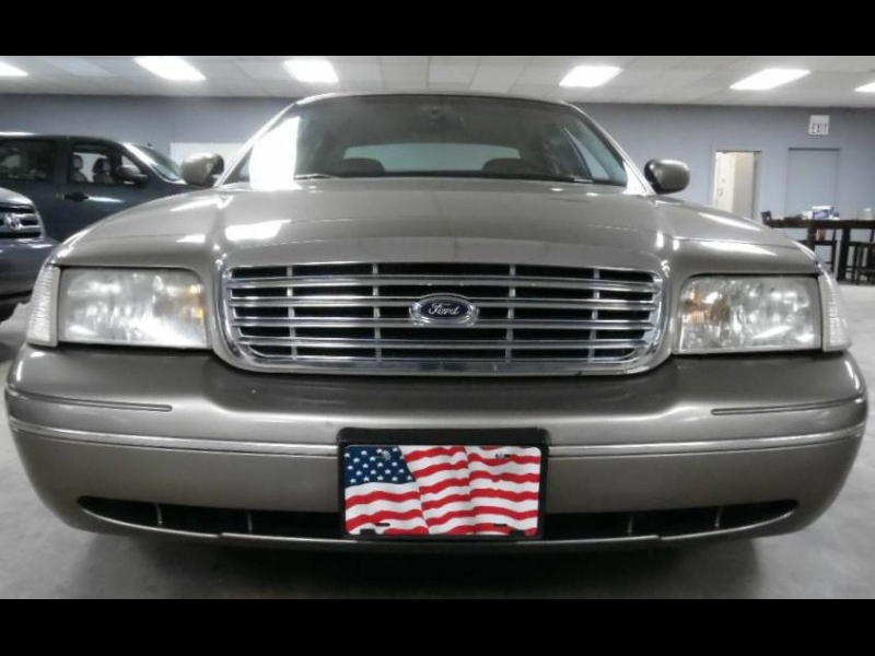 FORD CROWN VICTORIA 2001 price $4,900