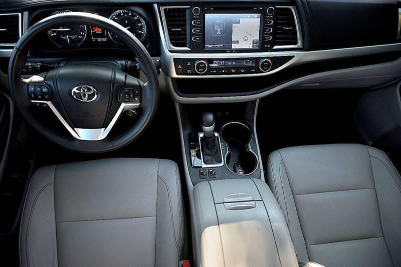 Toyota Highlander 2014 price $19,850