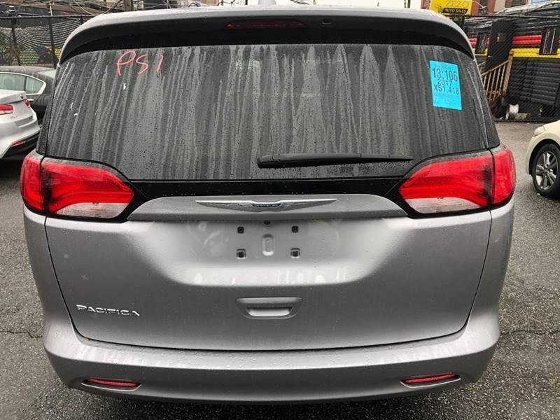 Chrysler Pacifica 2017 price $20,100