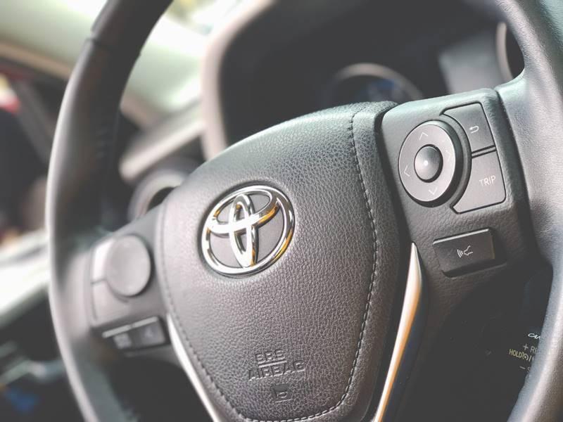 Toyota RAV4 2018 price $22,560