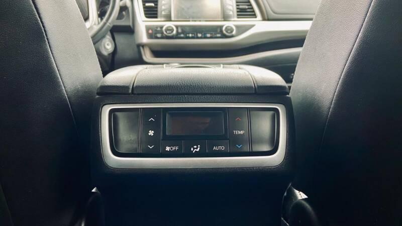 Toyota Highlander 2017 price $23,850