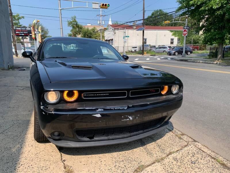 Dodge Challenger 2017 price $31,500