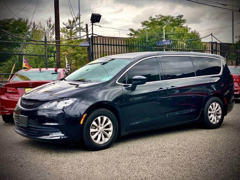 Chrysler Pacifica 2017 price $20,500