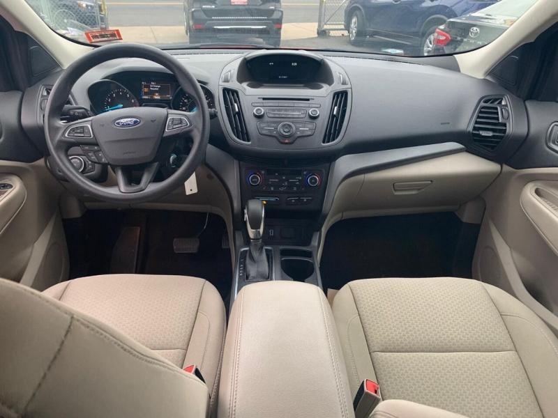 Ford Escape 2018 price $15,200