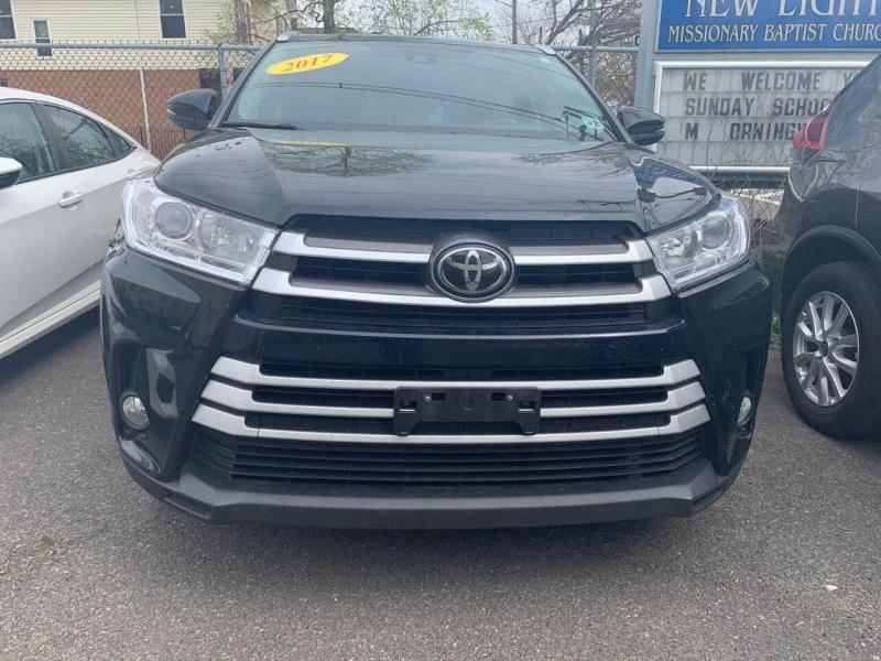Toyota Highlander 2017 price $28,850